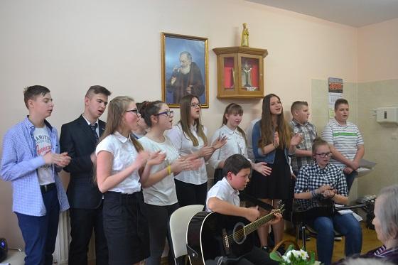 Zespół Szkół w Chorzelowie Dzień Kobiet w Rożniatach