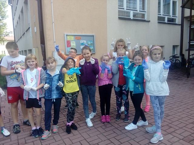 Zespół Szkół w Chorzelowie SPRZĄTANIE ŚWIATA