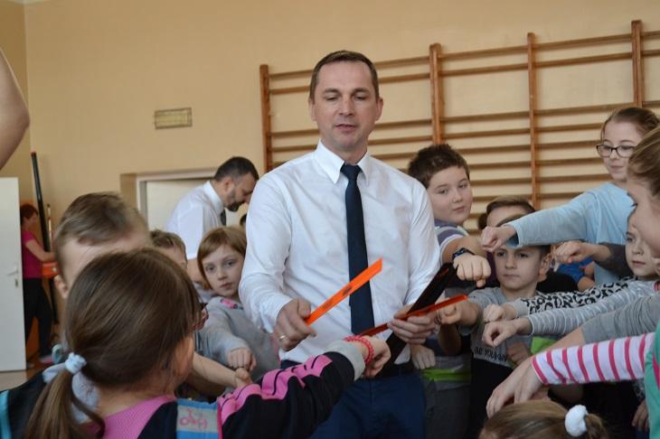 Zespół Szkół w Chorzelowie LEKCJA EDUKACYJNA Z ZAKRESU BEZPIECZEŃSTWA DZIECI  W RUCHU DROGOWYM
