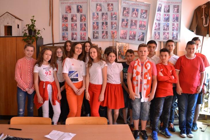 Zespół Szkół w Chorzelowie DZIEŃ FLAGI I ŚWIĘTO UCHWALENIA KONSTYTUCJI 3 MAJA