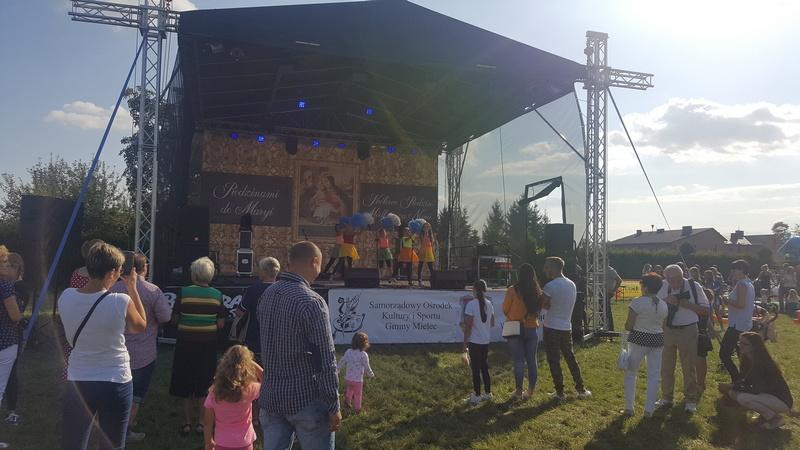 """Zespół Szkół w Chorzelowie Festyn parafialny """"Rodzinami do Maryi'"""