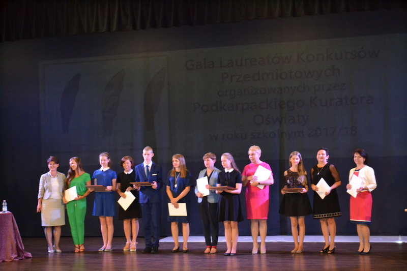 Zespół Szkół w Chorzelowie Gala Laureatów Konkursów Przedmiotowych w roku szkolnym 2017/2018