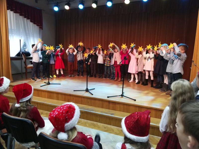 Zespół Szkół w Chorzelowie Kiermasz Świąteczny