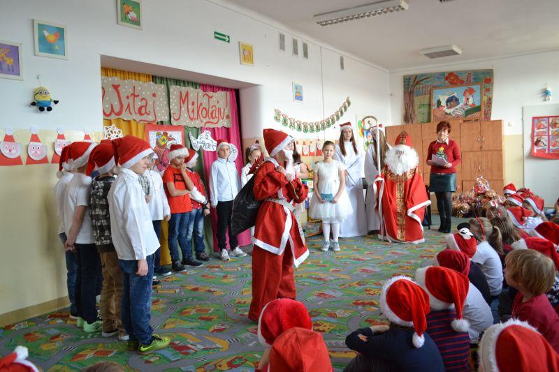 Zespół Szkół w Chorzelowie Mikołajki klas 0 - III