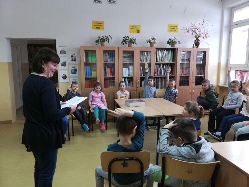 Zespół Szkół w Chorzelowie Pasowanie na czytelnika