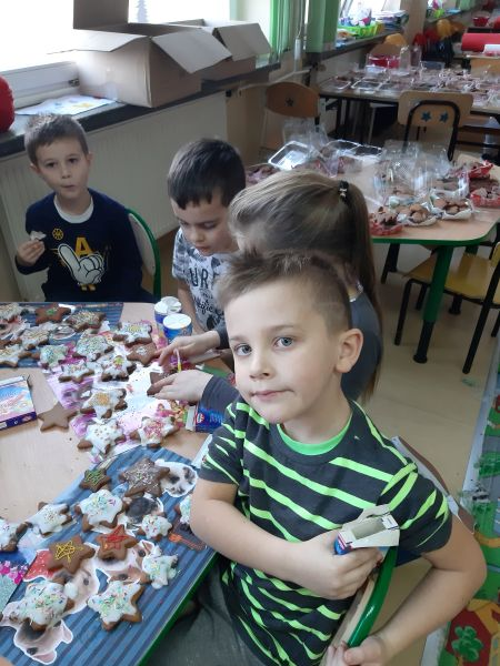 Zespół Szkół w Chorzelowie Świąteczne pierniki w szkolnej świetlicy