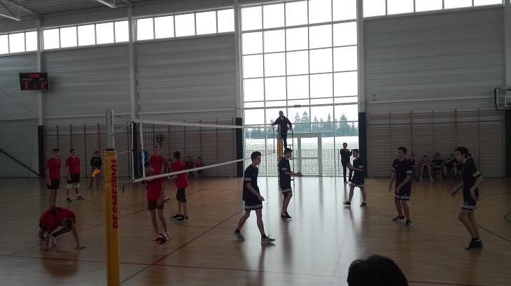 Zespół Szkół w Chorzelowie Niepokonani siatkarze w półfinale powiatowym