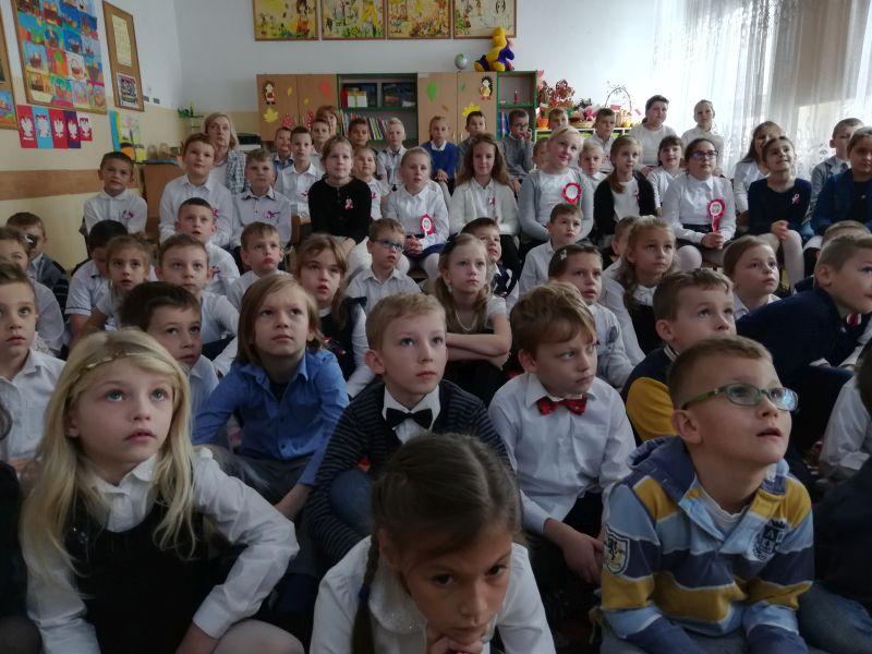 Zespół Szkół w Chorzelowie Najmłodsi śpiewają dla Niepodległej