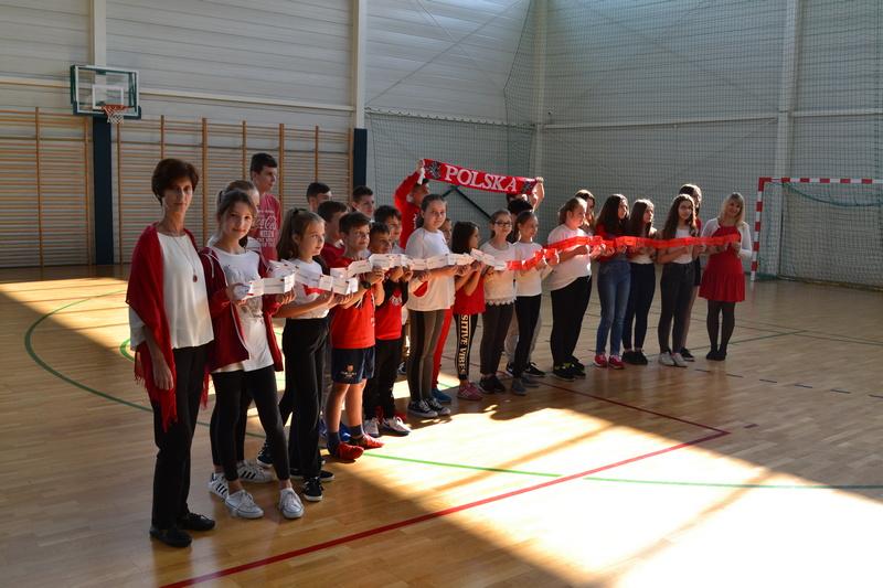 Zespół Szkół w Chorzelowie Wąż patriotyczny
