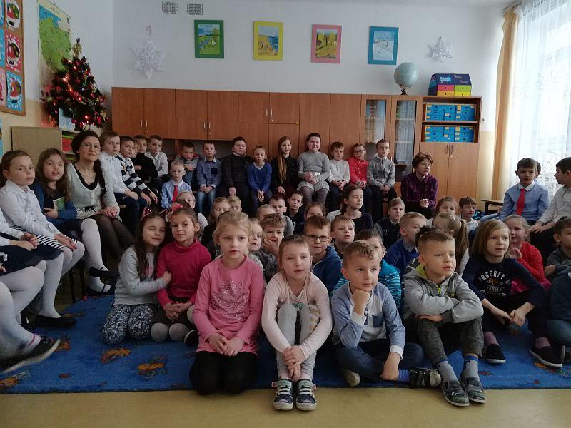 Zespół Szkół w Chorzelowie Wigilia Klas 0 - III