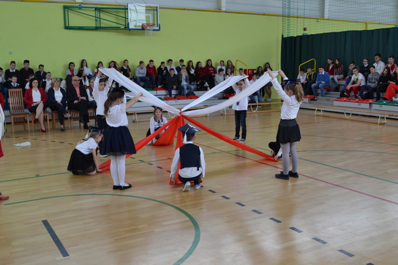 Zespół Szkół w Chorzelowie Dzień flagi i rocznica uchwalenia Konstytucji 3 Maja