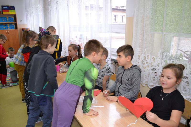 Zespół Szkół w Chorzelowie Andrzejki w klasach I - III