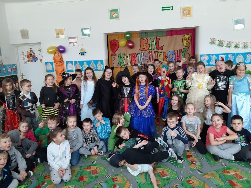 Zespół Szkół w Chorzelowie Karnawał w świetlicy