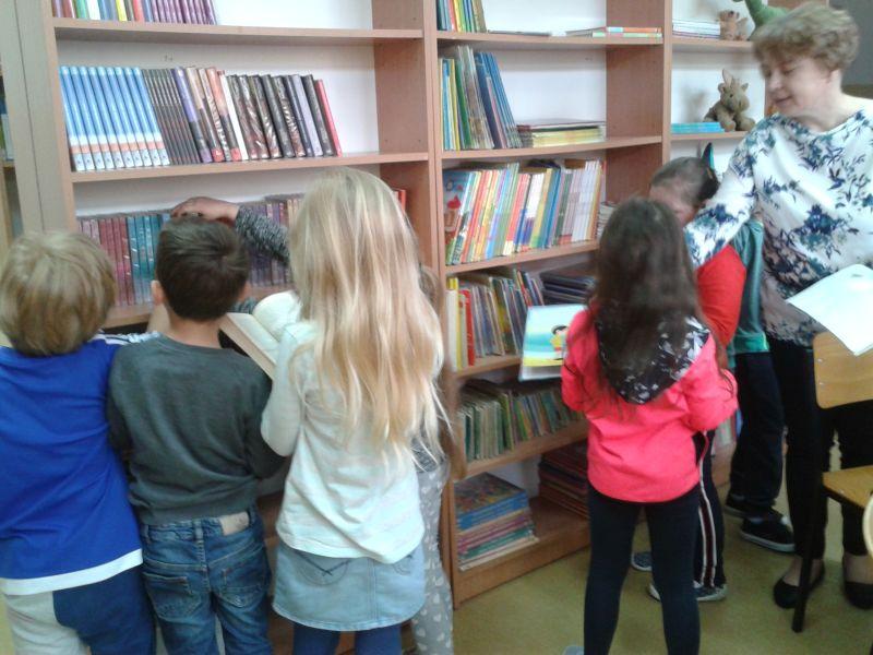 Zespół Szkół w Chorzelowie Już   czytam