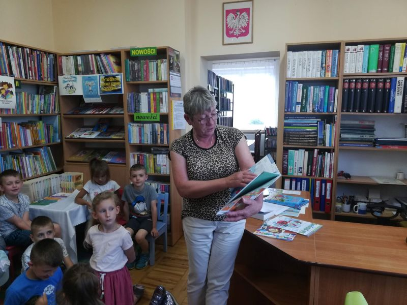 Zespół Szkół w Chorzelowie Tydzień Czytania w klasie Ia