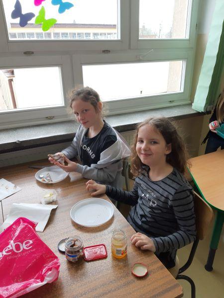 Zespół Szkół w Chorzelowie Zajęcia kulinarne – kolorowe tosty