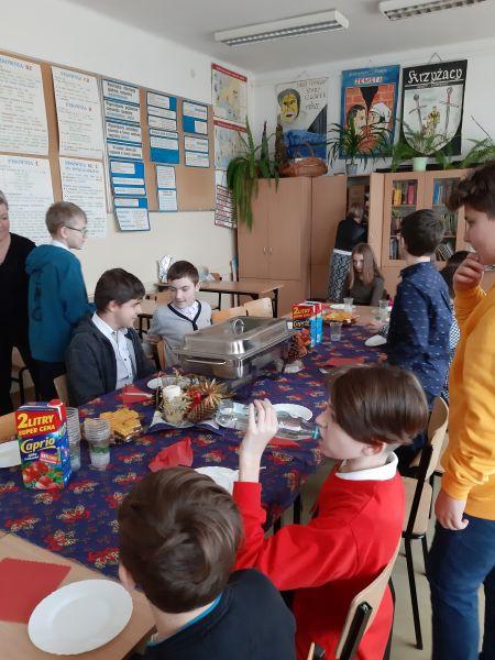 Zespół Szkół w Chorzelowie Wigilia w klasie VI c