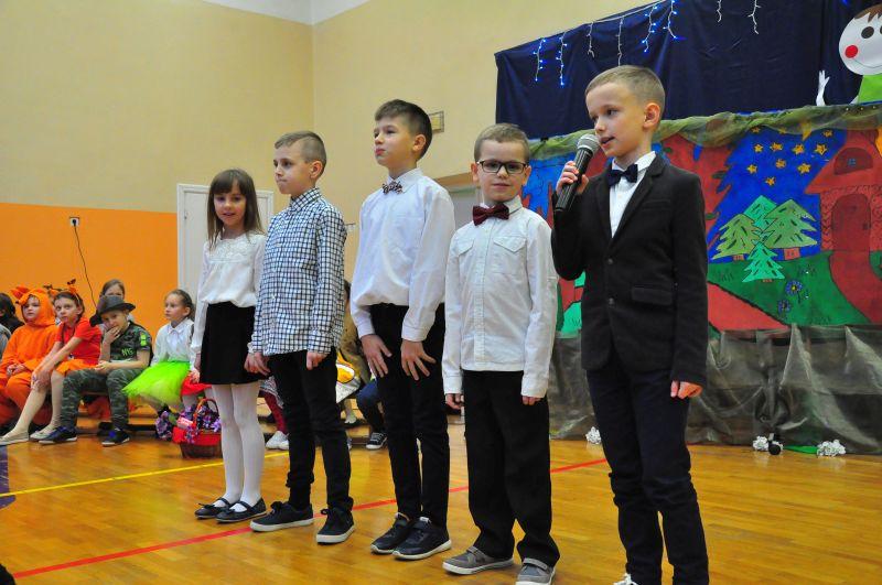 Zespół Szkół w Chorzelowie Święto Babci i Dziadka w kl. II a i III a