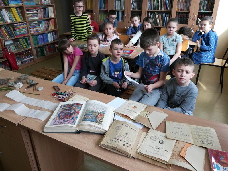 Zespół Szkół w Chorzelowie Od kamienia do e-booka