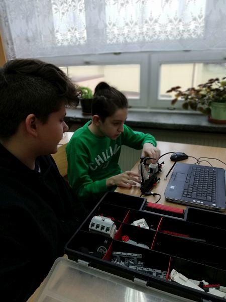 Zespół Szkół w Chorzelowie Świat robotyki – świat przygody