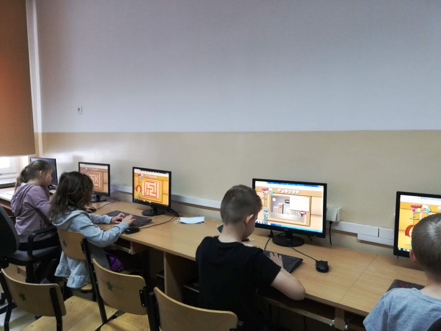 Zespół Szkół w Chorzelowie 'Bądź bezpieczny w internecie!'