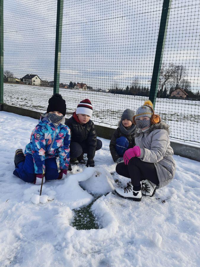 Zespół Szkół w Chorzelowie Aktywna zima w klasach I - III